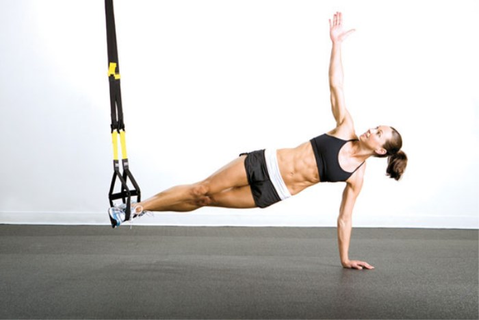 Learn the movements of suspension training with a help with a professional